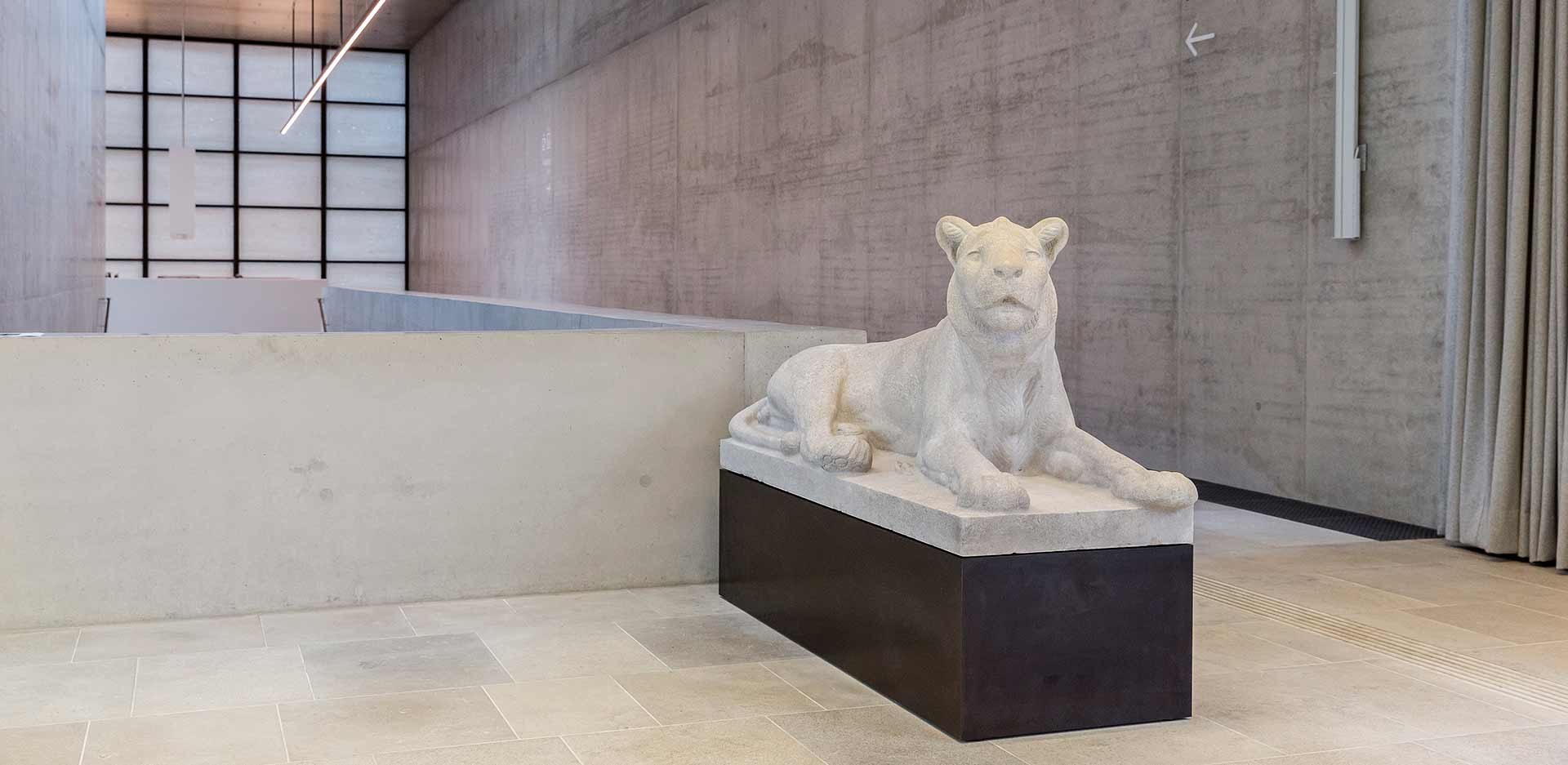 August Gaul's 'Reclining Lion' in the foyer of the James-Simon-Galerie