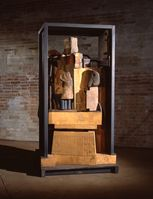 Anthony Caro, <strong>Torture Box (The Last Judgement Sculpture)</strong>, 1995-1999, Beton, Holz, Messing und Stahl, Sammlung Würth, Inv. 5426, © Barford Sculptures Ltd, Foto: David Buckland