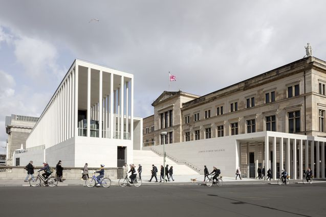 <strong>James-Simon-Galerie</strong>, Ansicht des Haupteingangs / View towards the main entrance, © Ute Zscharnt für / for David Chipperfield Architects