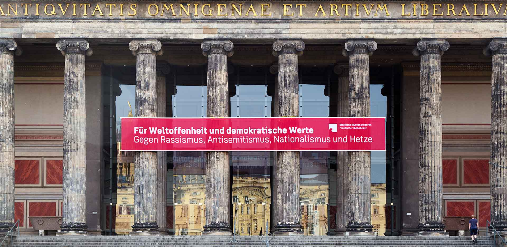 Banner at the Altes Museum