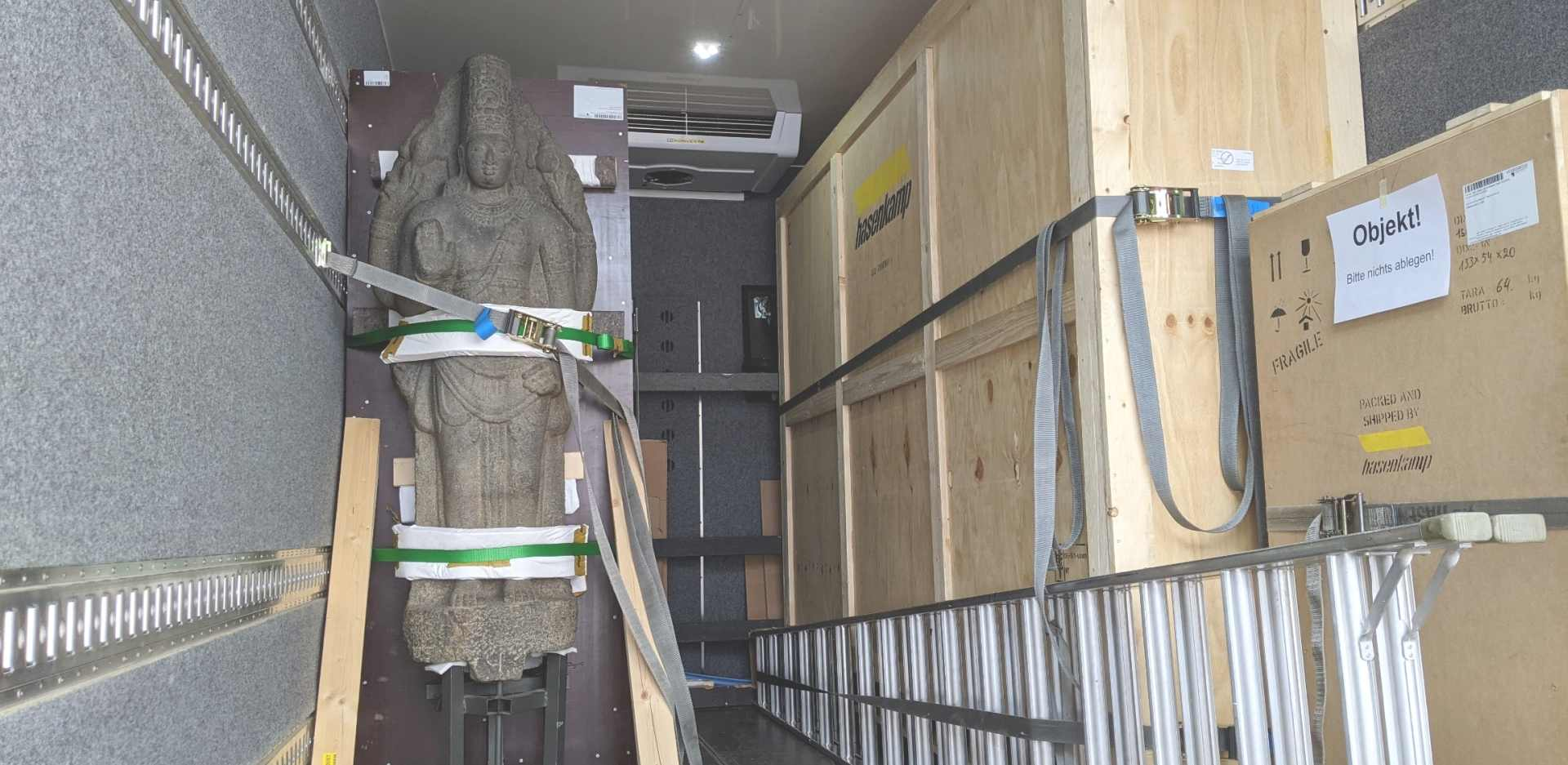The statue of the Hindu god Vishnu (South India, 8th/9th century AD) from the collection of the Museum für Asiatische Kunst is transported from Berlin-Dahlem to the Humboldt Forum