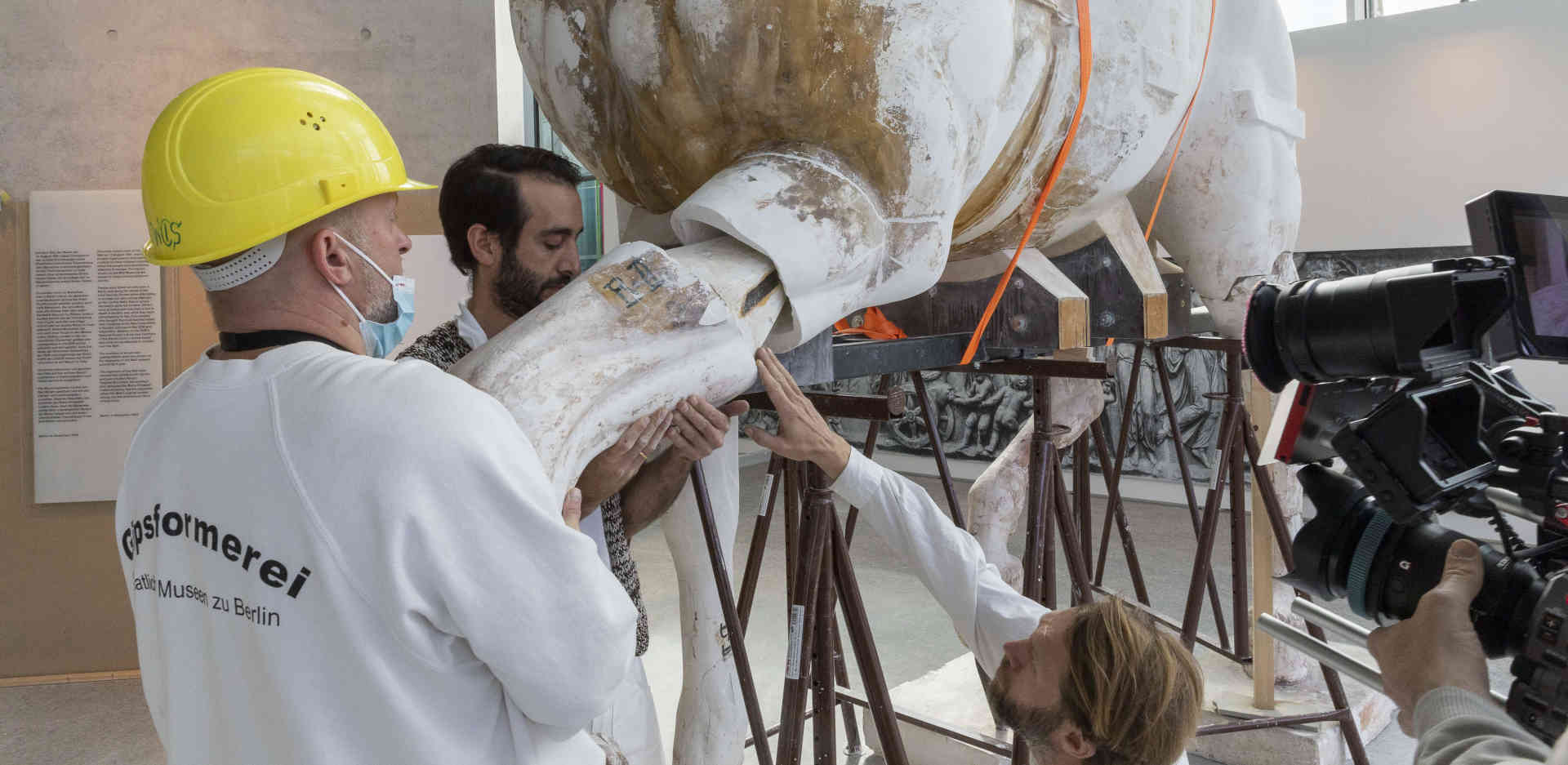 Final reassembly of the first restored horse on Brandenburg Gate's reconstructed Quadriga