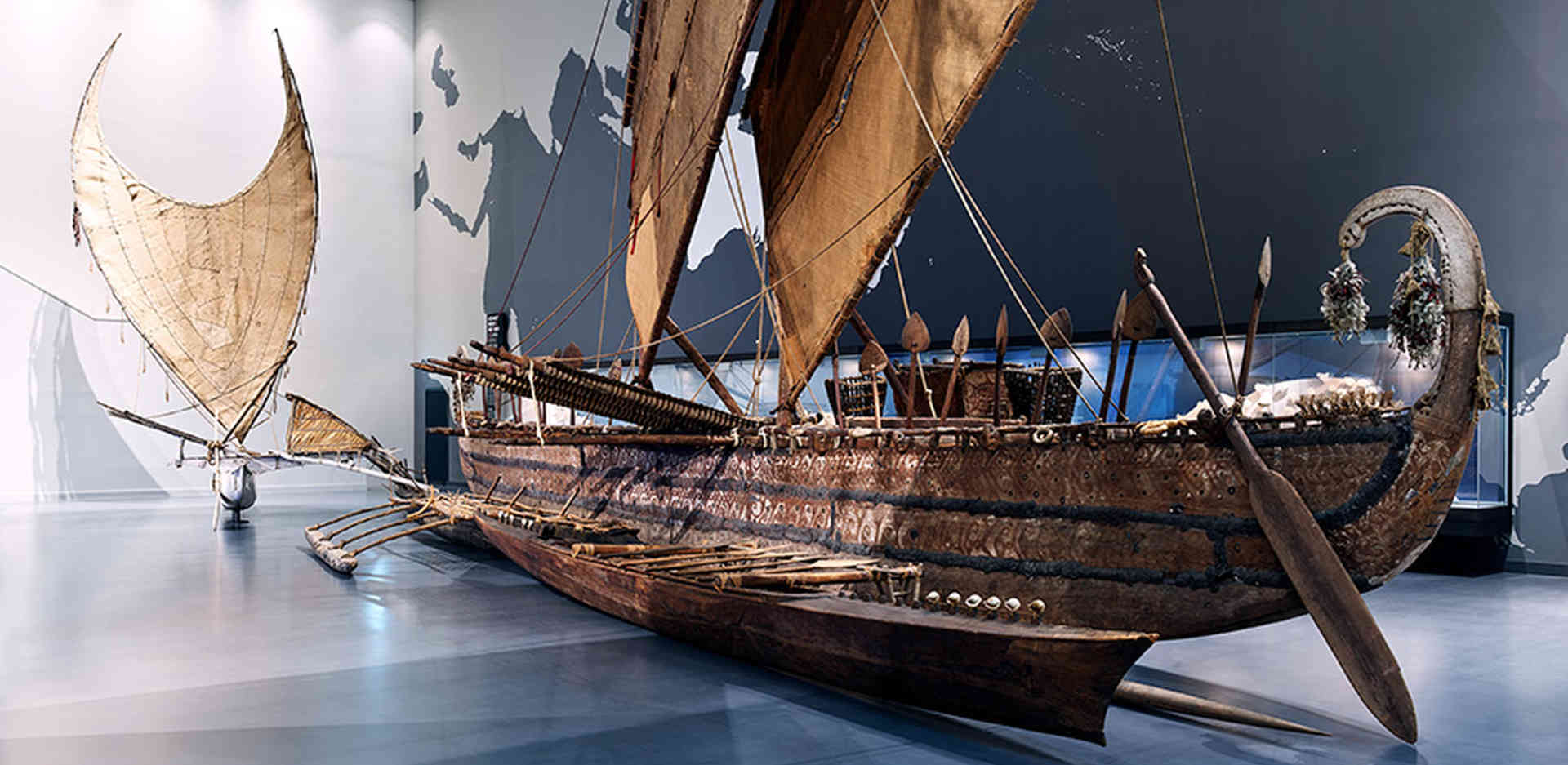 """Large outrigger boat from the island of Luf (Bismarck Archipelago, Papua New Guinea) in the Ethnologisches Museum's module """"Oceania: People and the Sea – A Sea of Islands"""" at the Humboldt Forum"""